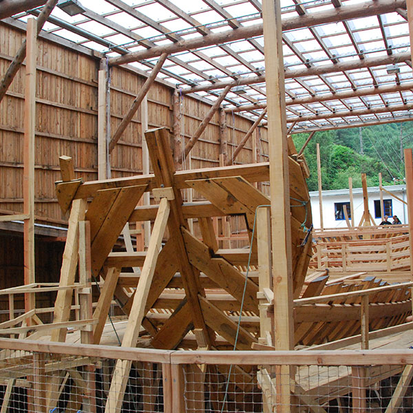 Paseo en barco hasta el museo Albaola
